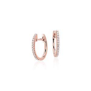 Aretes pequeños tipo argolla con diamantes en oro rosado de 14k (1/10 qt. total)