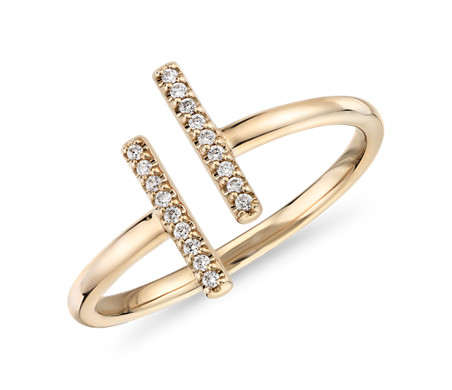 Anillo delicado de pavé de diamantes y barra dividida en oro amarillo de 14k