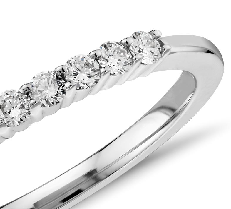 Petite bague diamant en or blanc 14carats (1/5carat, poids total)