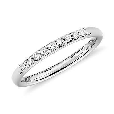 14k 白金小巧钻石戒指(1/10 克拉总重量)