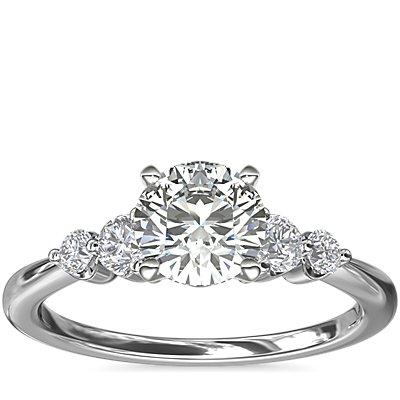 新款铂金小巧双重辅石钻石订婚戒指<br>(1/5 克拉总重量)