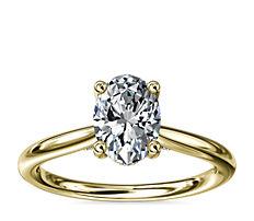 Anillo de compromiso pequeño con solitario y halo oculto de diamantes en oro amarillo de 14k