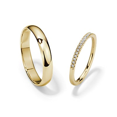 14k 金小巧微密钉和经典结婚戒指对戒
