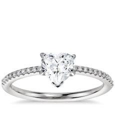 Anillos de compromiso con diamantes en forma de corazón  38a28de7c36