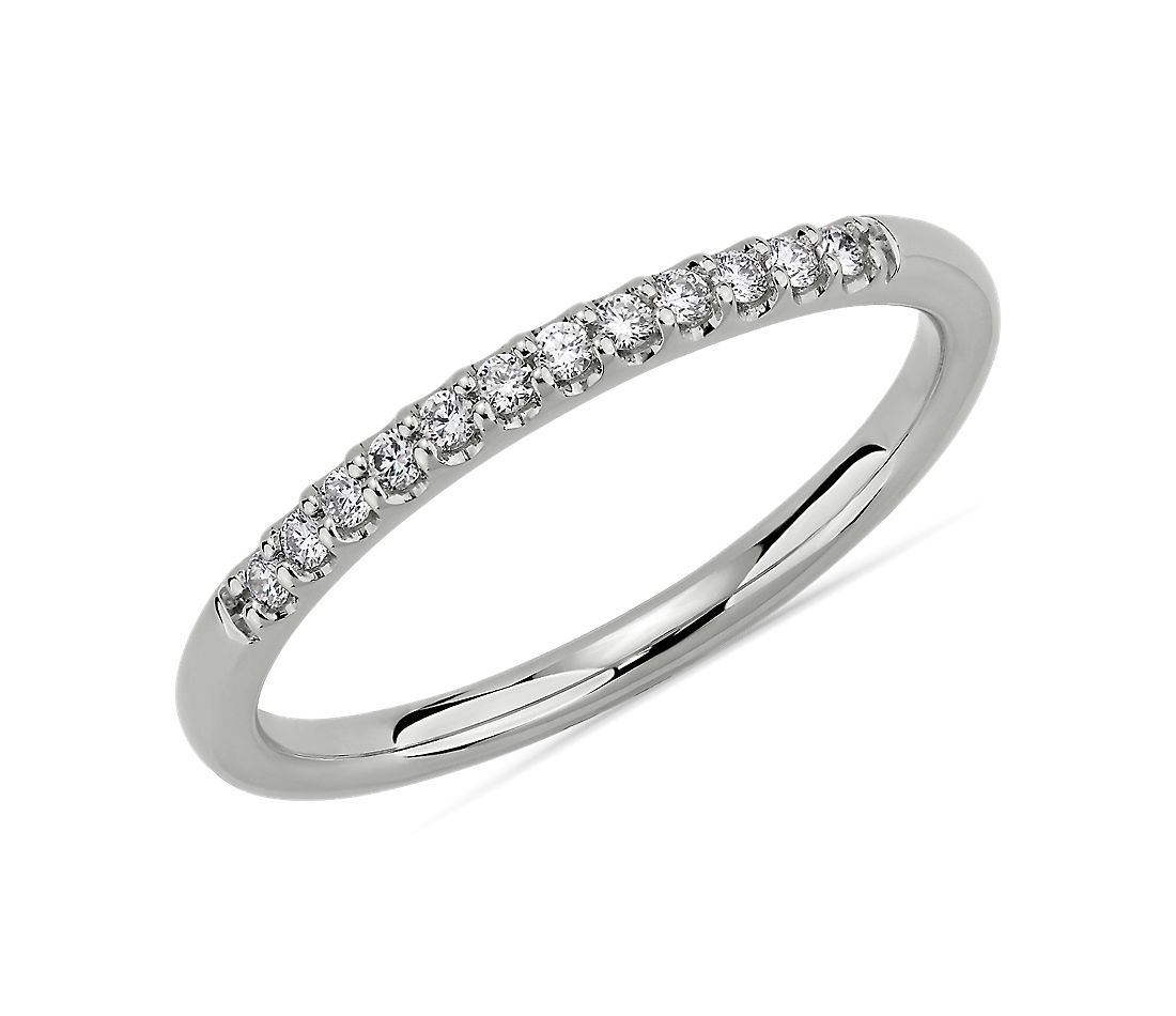 Petite alliance en diamants sertis micropavé en or blanc 14 carats (1/10 carat, poids total)