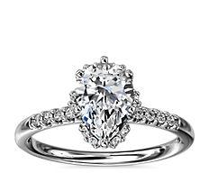 鉑金小巧微密釘搭隱藏鑽石光環訂婚戒指(1/8 克拉總重量)