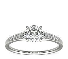 铂金渐变锯状钻石订婚戒指(1/10 克拉总重量)