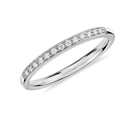 铂金小巧锯状钻石戒指