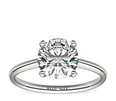 铂金小巧簇新四爪单石订婚戒指
