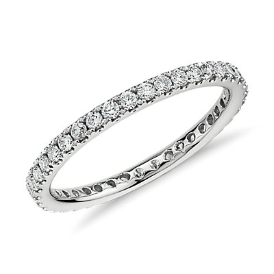 Bague d'éternité en diamants sertis pavé Riviera en or blanc 14 carats