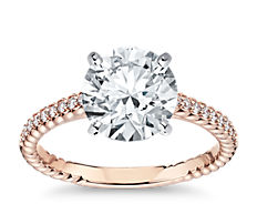 Anillo de compromiso de diamante en pequeño engarce catedral con pavé de diamantes y detalle de cuerda en oro rosado de 14k (0,16 qt. total)