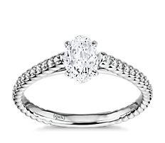 Petite bague de fiançailles corde de diamants sertis pavé sur monture cathédrale en or blanc 14carats