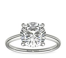 鉑金小巧單石訂婚戒指