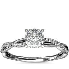 Anillo de compromiso de diamantes pequeño con diseño torcido en oro blanco de 14 k (1/10 qt. total)