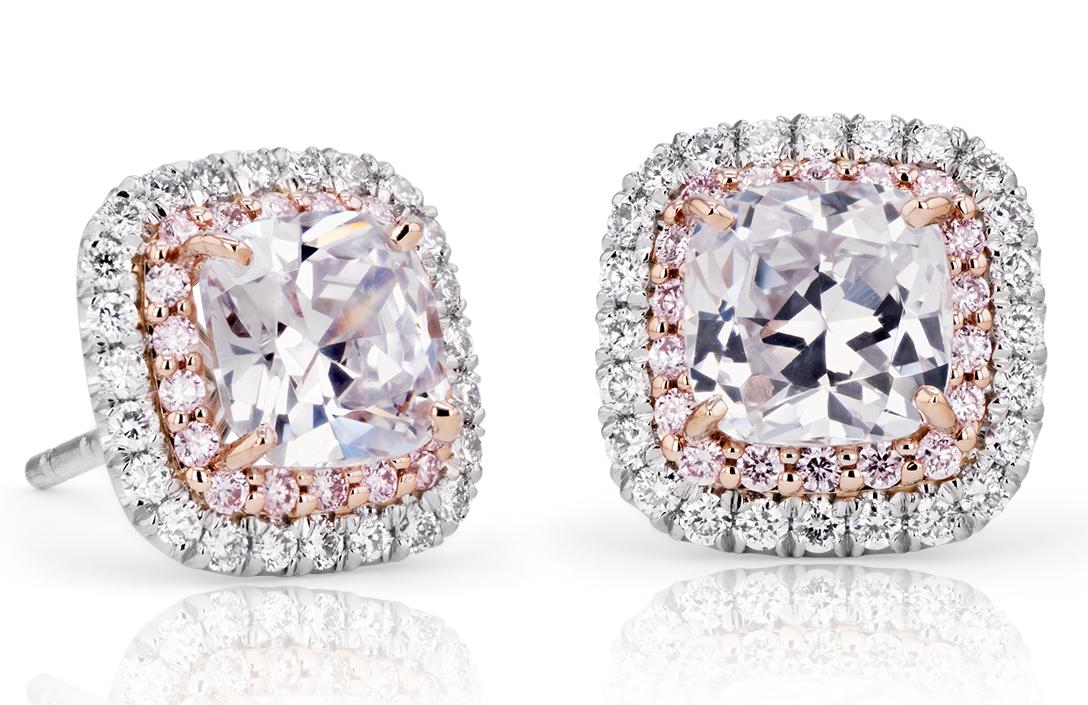 鑲於鉑金與 18k 玫瑰金的墊形粉紅與白色鑽石光環