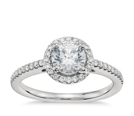 3/4 克拉鉑金經典光環鑽石訂婚戒指