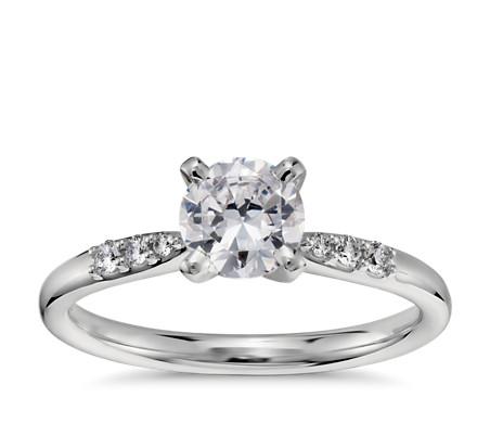 3/4 克拉鉑金預鑲小巧鑽石訂婚戒指