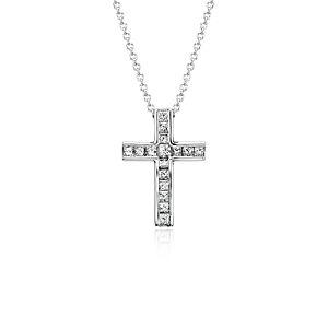 Colgante con cruz de diamantes de talla princesa en oro blanco de 18 k (1/2 qt. total)