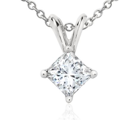 Colgante de diamantes de talla princesa en platino (1/2 qt. total)