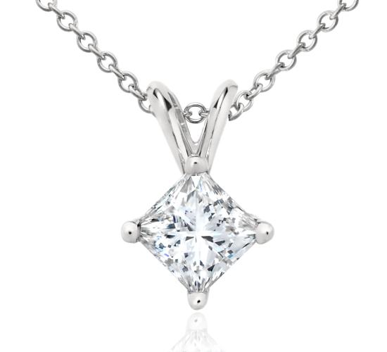 Colgante de diamantes de talla princesa en platino (1 qt. total)