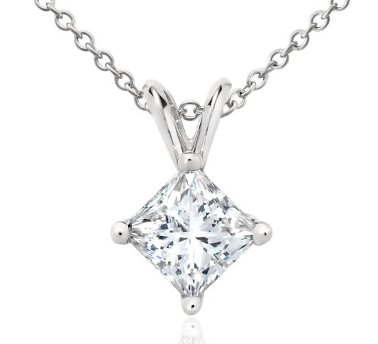 Colgante de diamantes de talla princesa en platino (1 1/2 qt. total)