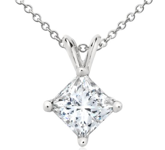 Colgante de diamantes de talla princesa en platino (2 qt. total)