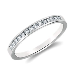 Bague en diamants taille princesse sertis barrette en platine (1/3 PT ct).