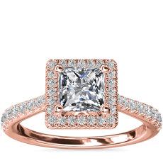 Anillo de compromiso de diamante de talla princesa con halo y detalle de puente de diamantes en oro rosado de 14k (1/3 qt. total)