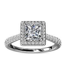 NUEVO. Anillo de compromiso de diamante de talla princesa con halo y detalle de puente de diamantes, en oro blanco de 14 k (1/3 qt. total)