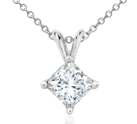 Colgante con diamante solitario de talla princesa en oro blanco de 18 k (1 1/2 qt. total)