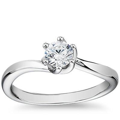 14k 白金尖顶扭纹六爪单石订婚戒指