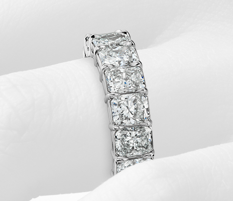 Anillo de eternidad de diamante de talla brillante en platino (7,00 qt. total)