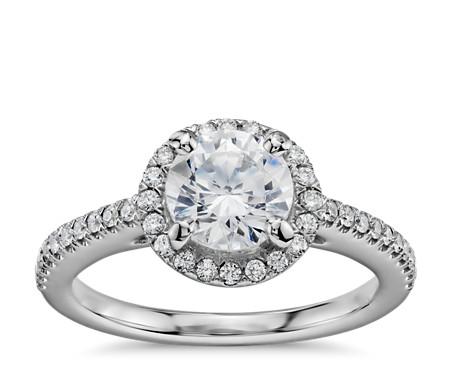 1 克拉 14k 白金經典光環鑽石訂婚戒指,現貨供應