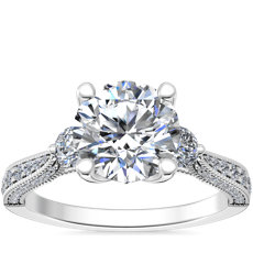 新款铂金 Realeza 三石锯状滚边钻石订婚戒指(1.2 克拉总重量)