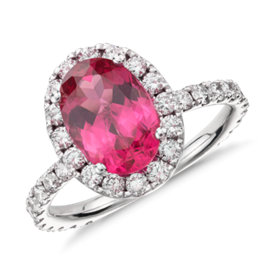 Bague spinelle rouge et halo de diamants sertis micro-pavé en or blanc 18 carats (1,43 ct au centre)