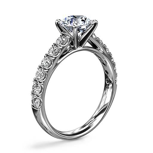 Anillo de compromiso Riviera  con  diamantes pavé  y  montura tipo catedral