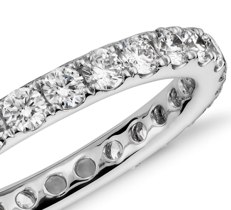 Bague d'éternité en diamants sertis pavé Riviera en or blanc 14carats (1carat, poids total)