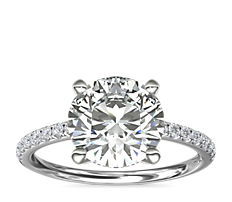 Anillo de compromiso con pavé de diamantes Riviera en oro blanco de 14 k (0,15 qt. total)