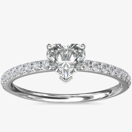 心形鑽石訂婚戒指