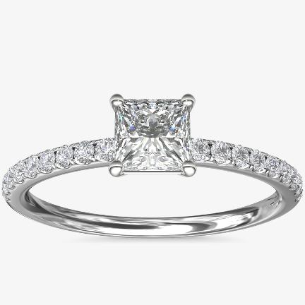 公主方形鑽石訂婚戒指