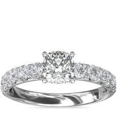 Anillo de compromiso con pavé de diamantes Riviera en platino (5/8 qt. total)