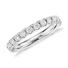 Anillo con pavé de diamantes Riviera en oro blanco de 14 k (1/2 qt. total)