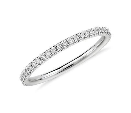 Petite bague d'éternité Riviera en diamants sertis micro-pavé en platine (1/4carat, poids total)