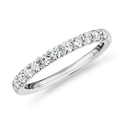 铂金皇冠钻石戒指<br>(1/2 克拉总重量)