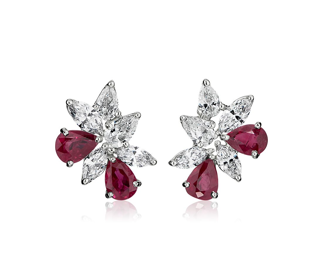 Boucles d'oreilles grappe diamants et rubis en or blanc 18 carats