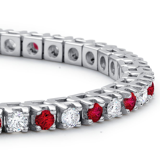 Brazalete de rubí y diamante en oro blanco de 18 k (1 1/2 qt. total)