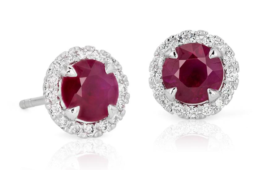 Aretes con micropavé de diamantes y rubíes en oro blanco de 18 k (5mm)