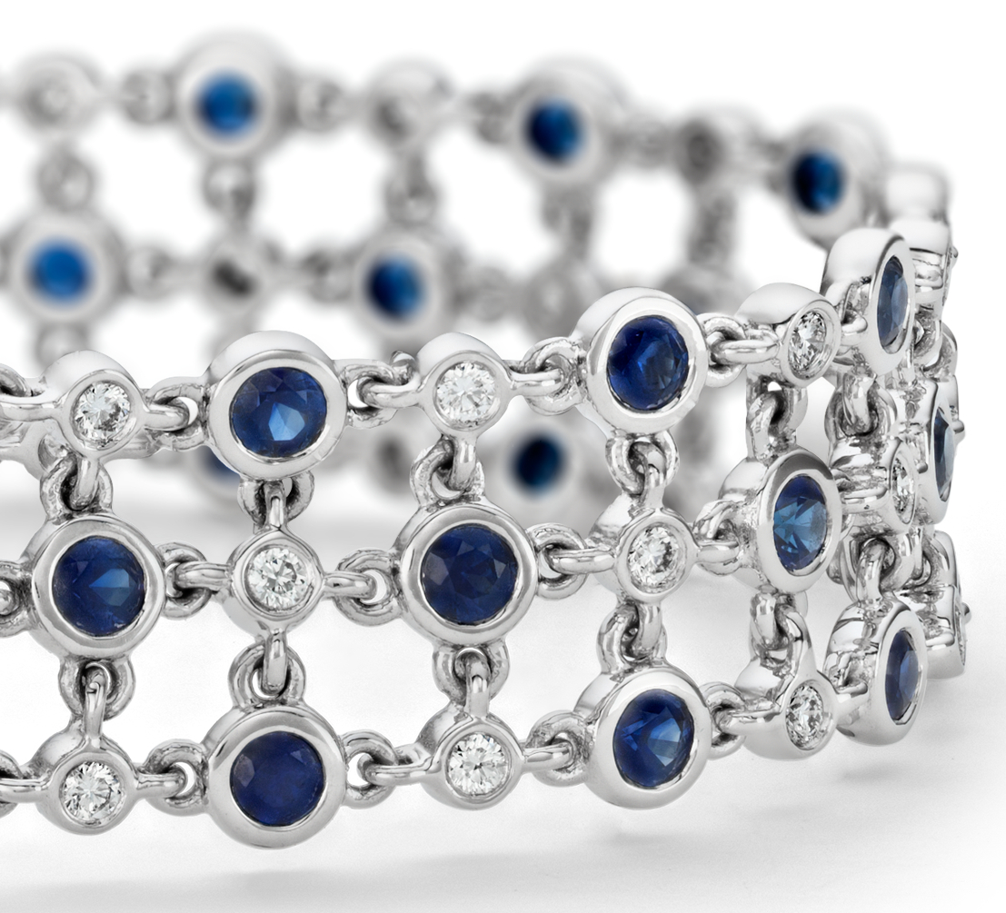 Bracelet triple ligne floral diamant et saphir, Blue Nile Studio Something Blue en or blanc 18 carats (2,7 mm)
