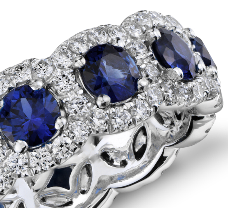 Anillo de eternidad de diamantes y zafiros en oro blanco de 18 k