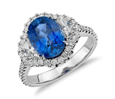18k 白金藍寶石與鑽石光環三石戒指<br>( 3.77 克拉)( 10x7毫米)